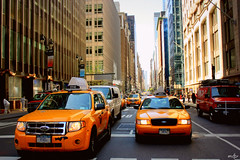 Wellcome ladies (mariaDuB [modo NewYork ON]) Tags: new york traffic manhattan taxis avenues