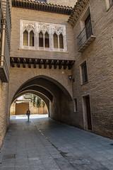 Arco del Deán, Zaragoza (Jose Antonio Abad) Tags: españa indigo zaragoza aragón pública laseo joséantonioabad