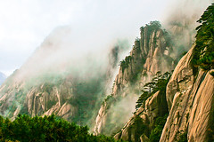 Clouds of Mist at Huangshan  (Yellow Mountain), Anhui, China (eric_hevesy) Tags: pictures china camera travel vacation favorite cloud mist holiday green art tourism beautiful canon wow lens landscape photography eos interestingness google interesting scenery eric flickr tour photos top sightseeing chinese images best fave  shan popular weekly  baidu reviews huangshan jejudo anhui naver stumbleupon daum      explored yellow flickr mountain eric most 60d on views instagram hevesy imagesgooglecom