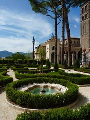 Gioiello sabino (Justinawind) Tags: italy verde green garden italia campanile duomo giardino lazio ogrod rieti zielen vignola wlochy reatino reate lacjum giardinodelvignola