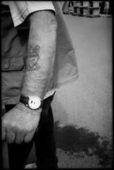 Samuels Erscheinung. (Sweet Grain Oh Mine) Tags: street old blackandwhite bw tattoo 35mm dark arm mju grain olympus 400 lowkey ilford canoscan asa400 p4 selfdeveloped a300 colorneg vuescan isp4 mju1 dokumol 9000f canoscan9000f filmdev:recipe=8543
