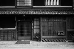 Japanese Traditional Style (Purple Field) Tags: street leica bw film monochrome japan 35mm walking alley kodak iso400 trix rangefinder 400tx 日本 40mm m3 散歩 hachiman shiga omi 路地 minilux f24 summarit 近江八幡 滋賀 レンジファインダー ライカ ズマリット stphotographia ミニルックス