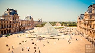 Musée du Louvre Pyramids