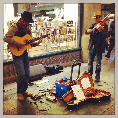 "Wednesday Duet, just a few hours until the end of hump day people's! #buskers #guitar #violin • <a style=""font-size:0.8em;"" href=""http://www.flickr.com/photos/35408999@N00/9407911484/"" target=""_blank"">View on Flickr</a>"