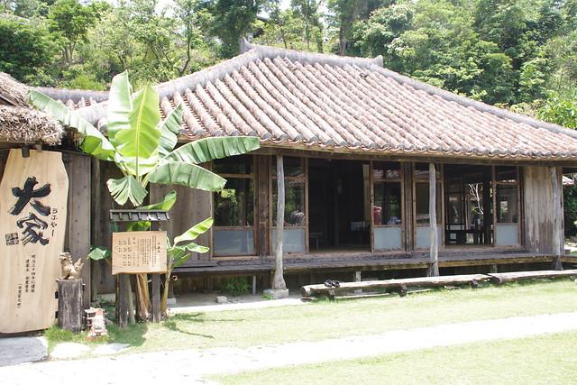 沖縄そばの大家(うふやー)|百年の家大家
