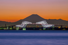 White Glows with Layers of Mountains (45tmr) Tags: city nightphotography japan night landscape tokyo evening twilight cityscape fuji nightscape nightshot pentax dusk 東京 夜景 富士山 mtfuji k5 富士 gatebridge 薄暮 pentaxk5 東京ゲートブリッジ tokyogatebridge ゲートブリッジ