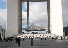 La grande Arche de La Dfense (Anne-Christelle) Tags: building architecture ladefense immeuble arche 92000