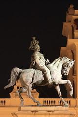 ... Novara, di notte. (Guido Barberis) Tags: night canon eos clear piazza statua cavallo guido martiri emanuele vittorio novara ii 5dmarkii