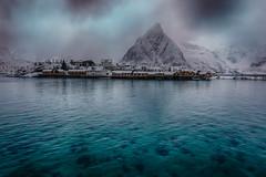 bei Reine (swissgoldeneagle) Tags: schnee winter mountain snow berg norway skandinavien norwegen d750 scandinavia lofoten nordland