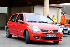 Renault Clio II RS (seb !!!) Tags: auto red france rot cars canon french rouge photo coach rojo frankreich automobile foto image picture frana clio du voiture renault vermelho ii seb bild rosso rs francia franais imagen coup imagem automovil francs automovel franzsisch populaire wagen ronde francs 2016 automobil franaise francese vexin 1100d gargenville yougtimers