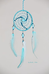 Dreamcatcher with phosphorescent beads (Shurik_Viola) Tags: blue sea mer beads aqua handmade turquoise teal feather mint craft ring bleu creation fluorescent fantasy handcrafted spiritual boho decor ethnic gypsy homedecor handwork artisan dcoration bluegreen americanindian dreamcatcher plumes coq anneau objets glassbeads sources menthe artisanat clairage spirituel cration ronde phosphorescent amerindian personnages perles amrindien fantaisie dreamcatchers bohme faitmain ethnique faitmaison perlesenverre lumireartificielle attraperves mintcolor bluevert profotod1air500 modeleurs acquisitionimages couleurdementhe shurikviola parpluieblancphotoflex phosphorescentbeads perlesphosphorescentes