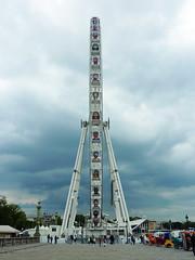 Grande roue on the Place de la Concorde, Paris (Monceau) Tags: wheel football faces soccer placedelaconcorde granderoue