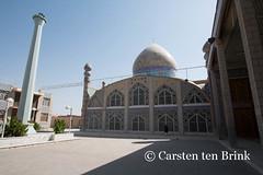 Modern Yazd mosque (10b travelling / Carsten ten Brink) Tags: city persian asia asien desert iran middleeast persia oasis asie iranian yazd 2014 zoroastrian neareast moyenorient naherosten mittlererosten tenbrink carstentenbrink westernasia iptcbasic 10btravelling