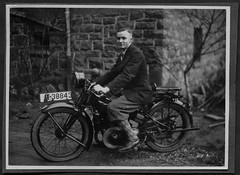 "Archiv E841 Motorradfahrer, ""Biedenkopf 1929"" (Hans-Michael Tappen) Tags: fashion 1930s outfit motorcycle motorrad kleidung knickerbocker krad haarschnitt 1930er soziussitz archivhansmichaeltappen"