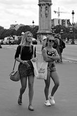 Pont Alexandre III (Franco & Lia (away for awhile)) Tags: street girls paris france francia parigi photographiederue fotografiadistrada 2485f284
