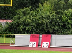 __IMG_8808 (blood.berlin) Tags: family fun coach referee team banner virgin magdeburg return qb win guards touchdown bulldogs tackle americanfootball punt fieldgoal spandau bulldogge gameball