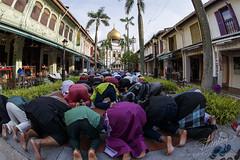 Singapore celebrating Hari Raya Puasa 2016 (REVIT PHOTO'S) Tags: travel singapore muslim islam praying superior celebration getty mk2 hariraya aidilfitri arabst sultanmosque 1dx selamathariraya exploresingapore singaporetourismboard canonimaging canon1dxmk2