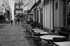 Somewhere in Paris (Guillaume DELEBARRE (Guigui-Lille)) Tags: street blackandwhite bw paris france caf architecture mood dof noiretblanc atmosphere nb rue f12 pavs wideaperture wideopen ef50f12 whiteandblanc guillaumedelebarre