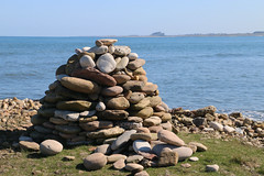holy island (Julaquinte) Tags: stack northumberland holyisland lindisfarne rockpiles stonestacks 23116 116picturesin2016