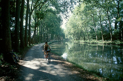 Le long du canal du midi (maxguitare1) Tags: france cycling canal ciclismo backpacker channel vtt canale cyclotourisme randonneur mochilero