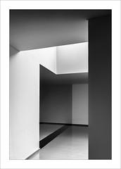Zona de pas / Transit area (ximo rosell) Tags: light blackandwhite bw blancoynegro luz st architecture arquitectura nikon interiors bn d750 interiores llum detall ximorosell