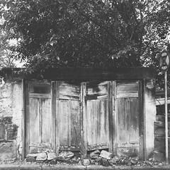 Doors (Carlos Lucas Fortes) Tags: preto e branco pb cenrio paisagem doors portas