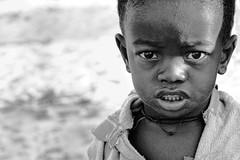 Voahangy (Ma Poupoule) Tags: portrait children noir portrt nb enfants enfant madagascar ritratti ritratto visage noirblanc ocanindien indianocan belosurmer