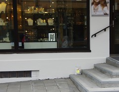 Outside a goldsmith (zimort) Tags: norway book norge gate bookcrossing release norwegen norwegian bok bookcrossingcom gjvik releases oppland slipp bookcossing bcslipp
