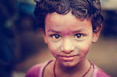 Little Colours (Ragavendran / Rags) Tags: pink rose vintage kid eyes colours streetphotography streetlife colourful chennai tones holi lifeisbeautiful cwc streetcandid kidsworld celebratio indianlife kidslife sowcarpet lifeiscolourful chennaiweekendclickers ragavendran