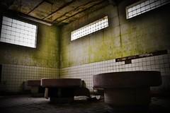 Badehaus (_Event_Horizon_) Tags: green abandoned lost bathroom bath forgotten urbanexploring urbex lostplaces nikond3100