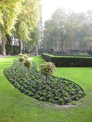 Finsbury Circus 11 November (Niecieden) Tags: park november green london dailycommute 2009 bedding finsburycircus niecieden canondigitalixus90is