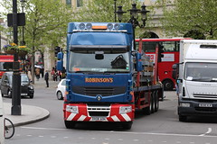 Robinsons 'Tony' (kenjonbro) Tags: uk blue england london westminster trafalgarsquare tony renault 2008 charingcross sw1 heavyhaulage worldcars kenjonbro canonzoomlensef100400mm14556lis robinsonshaulage canoneos5dmkiii dx08aoh