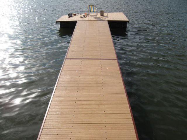 Deck Flutuante de Ecomadeira. Foto: madeiradedemolicao.com