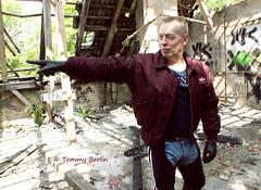 self1819 (Tommy Berlin) Tags: men jeans gloves alpha levis bomberjacke leathergloves leatherchaps