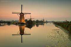 Kinderdijk (Pieter Musterd) Tags: sunset holland reflection zonsondergang spiegel nederland thenetherlands unesco 5d nl mills paysbas unescoworldheritage kinderdijk niederlande molens zuidholland alblasserdam musterd unescowerelderfgoed pietermusterd spiegelglad canon5dmarkii