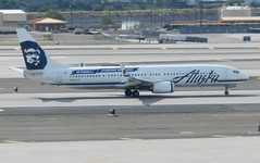 N453AS Boeing 737-990ER - Alaska Airlines (graham19492000) Tags: alaskaairlines boeing737 phoenixskyharbour n453as