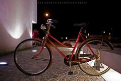 Bike at night (Gus 2 MillionViews) Tags: street light red urban argentina bike night canon dark lens photography prime noche calle rojo darkness nightshot sigma bicicleta full frame nocturna urbana ff notte available formato completo callejera lightatnight nightfoto canoneos5dmarkii sigma35mmf14dghsmart