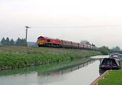 59204 - Colnbrook-Whatley quarry (Andrew Edkins) Tags: water canon reflections geotagged canal wiltshire barge freighttrain crofton kennetandavoncanal class59 stonetrain 59204 dbschenker