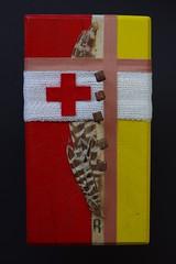 Arbeit 42 (Harald Reichmann) Tags: rot struktur kreuz gelb r rost holz farbe reflexion bandage muster nagel filz schmerz feder bearbeitung verband verletzung reihe heilung visualisierung verwitterung hufnagel beschdigung schwinge mglichkeit leukoplast anordung arbeit42