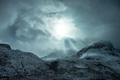 Columbia Ice Field Glacier (flippers) Tags: ca cloud mountain snow canada cold fog clouds haze jasper glacier snowcapped alberta icefields columbiaicefields snowcap lowlying