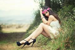 Alaitz (Pablo Caas) Tags: light naturaleza flores sexy forest model modelo sensual tacones belleza pulsera pelo piernas luznatural alaitzconde