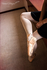L'attente de la danseuse (@tolida) Tags: ballet woman art girl beautiful dance ballerina shoes dancing danse delicate baile beau bailarina puntas douceur doux ballerine dlicat point