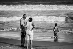 Pray (Pepe_Morales) Tags: abuelos child children grand grandfather nio playa beach