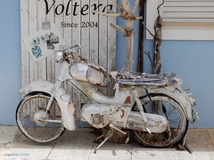 ...Seen better days... (cegefoto) Tags: shop vintage decoration greece motorcycle winkel motor griekenland gammel rickety motorfiets decoratie 116picturesin2016
