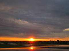 IMG_2233 (sjj62) Tags: sunset sky clouds lith s90 lakeinthehillsil lithairport