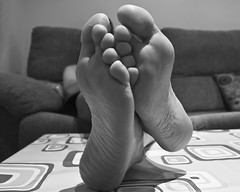 Descanso 262/365 (Susana RC) Tags: blancoynegro relax bn pies 365