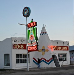 Tepee Curios (Rob Sneed) Tags: sunset newmexico vintage twilight route66 neon teepee iconic tucumcari tepee tepeecurios teepeecurios
