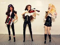 Music!!! (saratiz) Tags: music barbie sax violino fisarmonica lagirl barbiedotw madetomove