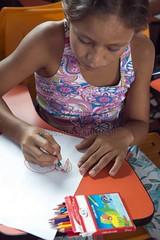 _TEF5569 (Edson Grandisoli. Natureza e mais...) Tags: peixe papel escola lpis menina desenho jovem desenhando amaznia educao ribeirinha cabocla educaoambiental regionorte