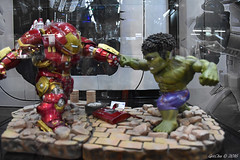 Hulkbuster vs Hulk (GetChu) Tags: anime expo 2016 ax figurine toy display animation video game collection japan culture los angeles convention south hall avengers age ultron hulkbuster verse hulk marvel comic